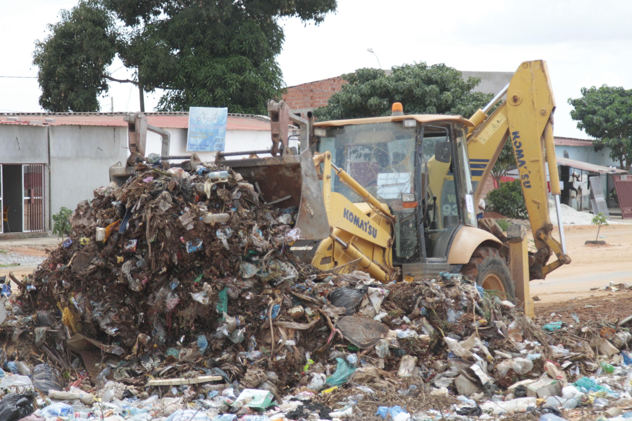 Afritrack Angola realiza recolha de lixo sem comparticipação financeira do Estado