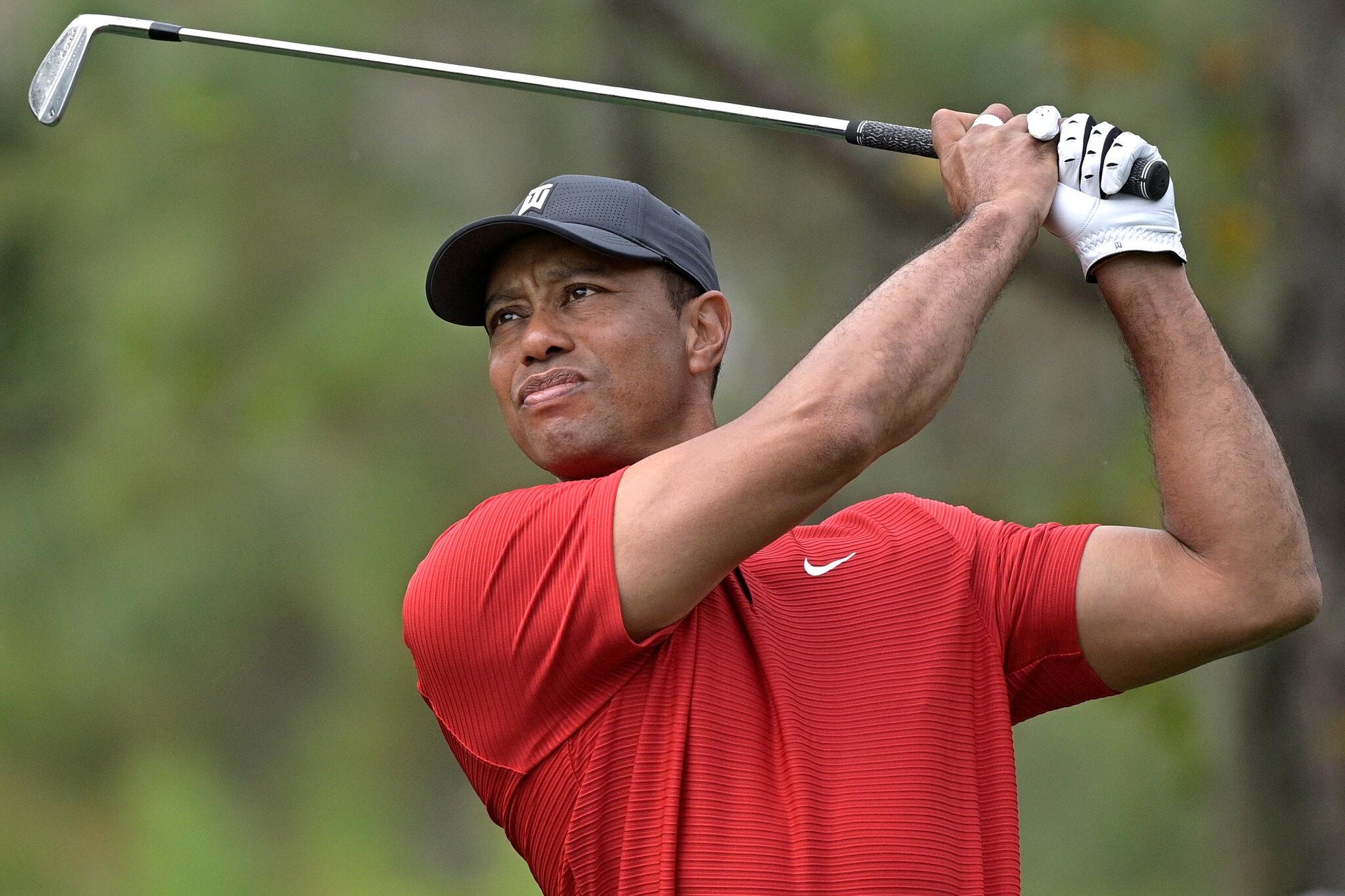 Tiger Woods tem acidente de automóvel e sai gravemente ferido