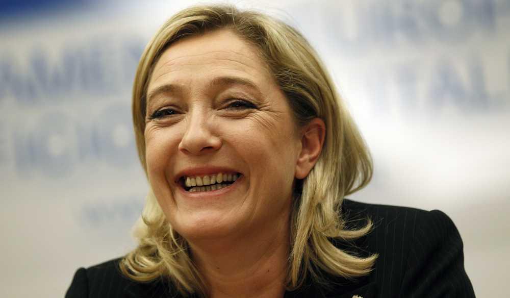 Marine Le Pen absolvida da acusação de promoção da violência do Estado Islâmico