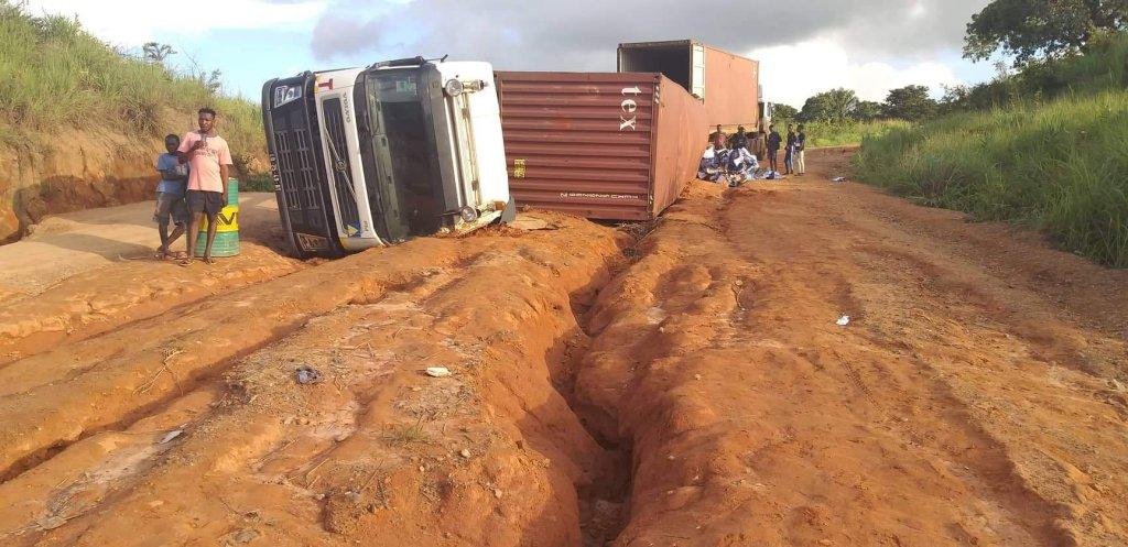 Taxistas de Cafunfo manifestam-se contra o estado de degradação das estradas