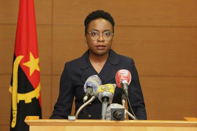 """Ministra afirma Contas """"fantasmas"""" atrapalham execução orçamental do Estado"""