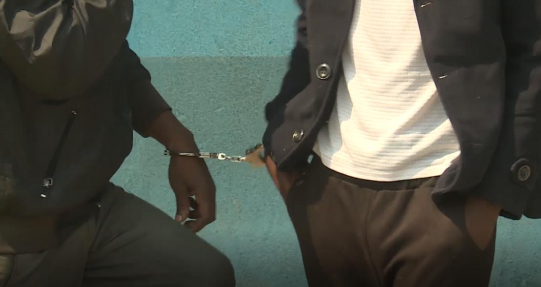 Policia nacional detém dois cidadãos acusados de falsificação de dinheiro