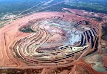 Rotura da mina diamantífera causa